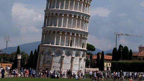 Turnul din Pisa a început să se îndrepte. Explicația fenomenului