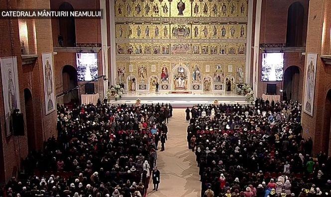 Moment ISTORIC. Peste 30.000 de credincioşi şi 2.000 de invitaţi oficiali, la sfinţirea Catedralei Mântuirii Neamului - Galerie FOTO, VIDEO