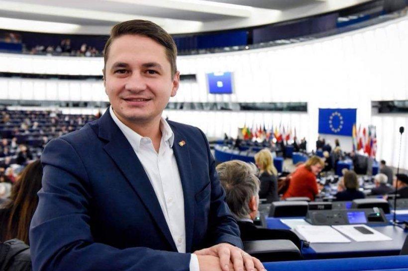 Comisia Europeană, somată de europarlamentarul Emilian Pavel să spună de unde ia informațiile care stau la baza rapoartelor MCV 127
