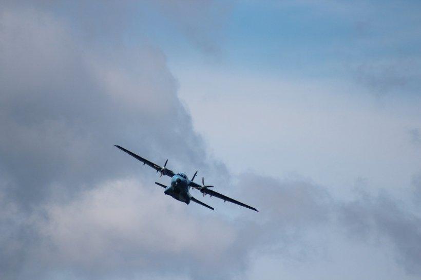 Situație revoltătoare la bordul unui avion. Pilotul a ratat aterizarea cu 50 de kilometri pentru că a adormit în cabină