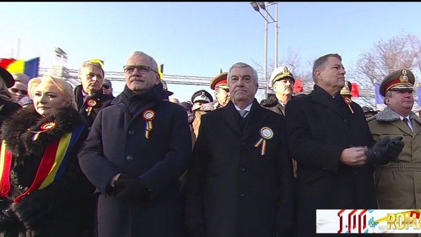 Surprize şi momente stânjenitoare la tribuna oficială de la parada din Capitală - VIDEO