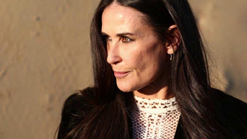 Veste șoc în showbiz! După trei mariaje eșuate, o mare actriță a renunțat la bărbați! Se iubește cu o femeie