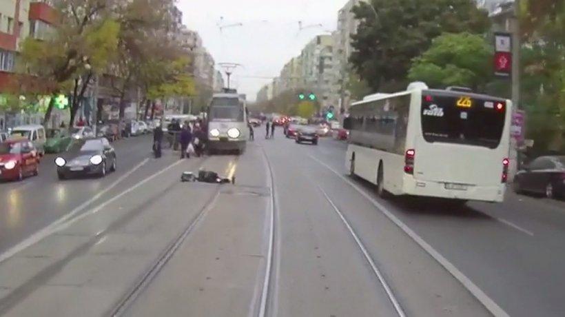 Accident grav în Capitală! Un şofer care circula pe linia de tramvai a lovit un pieton
