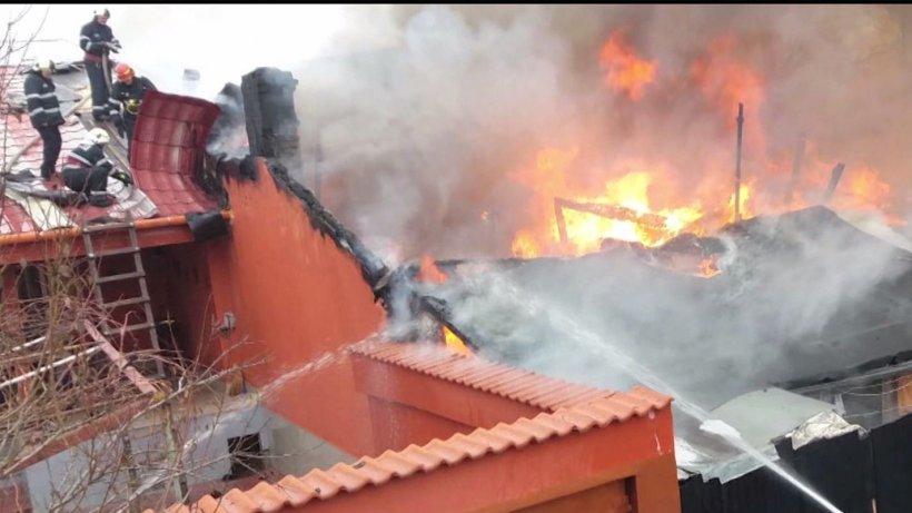 Incendiu de proporţii în Capitală. Hidranţii din zonă nu funcţionează - VIDEO