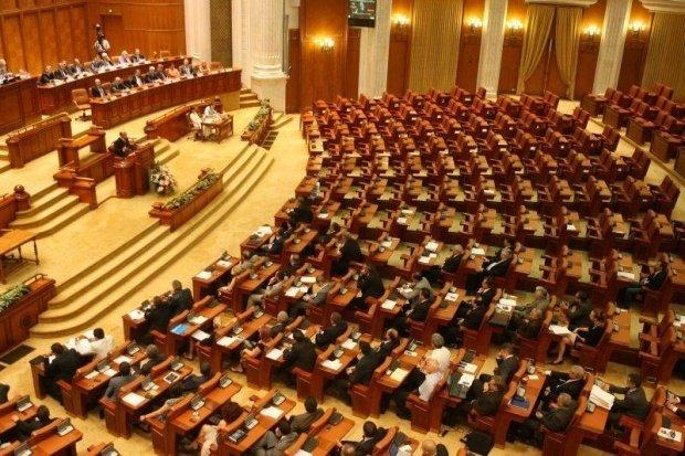 Scandal cu huiduieli în Parlament. Legea Pensiilor, amânată din cauza incidentului 72