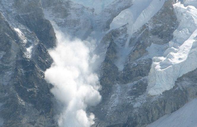 Alertă de avalanşe!Meteorologii avertizează că stratul de zăpadă este instabil
