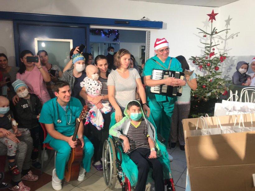Medicii de la Fundeni, surpriză pentru copiii internați în spital - FOTO