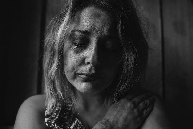 """Reacția unui bărbat din Constanța acuzat că și-a bătut soția: """"S-a tras singură de păr. Are probleme"""""""