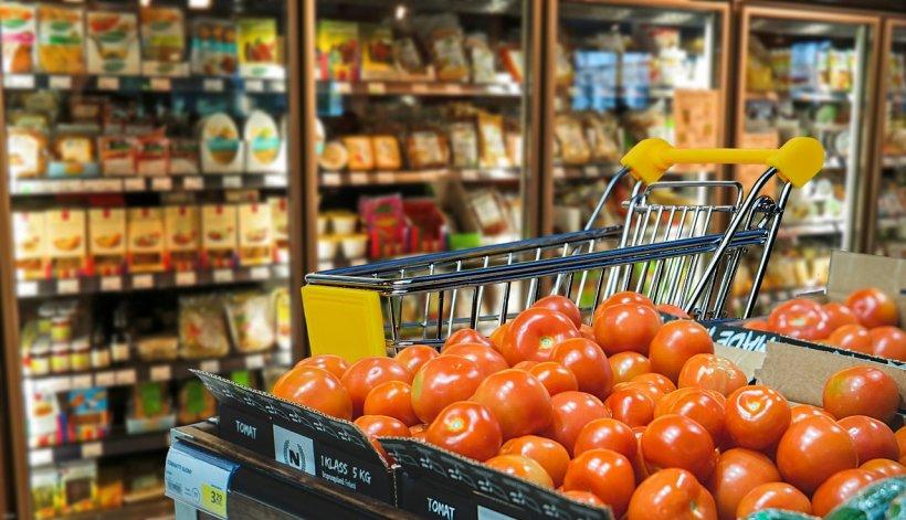 Românii au intrat dejaîn febra cumpărăturilor!Cât câştigă supermarketurile în perioada Sărbătorilor