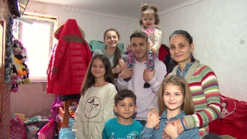 Ajutoarele lui Moş Crăciun, în vizită la o familie cu nouă copii din Capitală