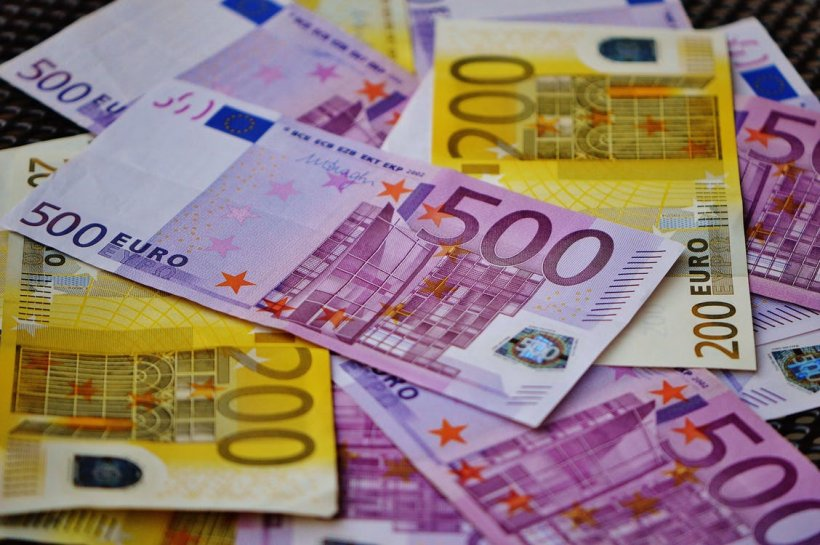 Curs valutar 4 ianuarie. Euro, în scădere