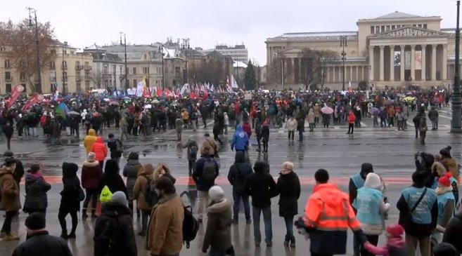 """Protest puternic la Budapesta contra """"legii sclaviei"""""""