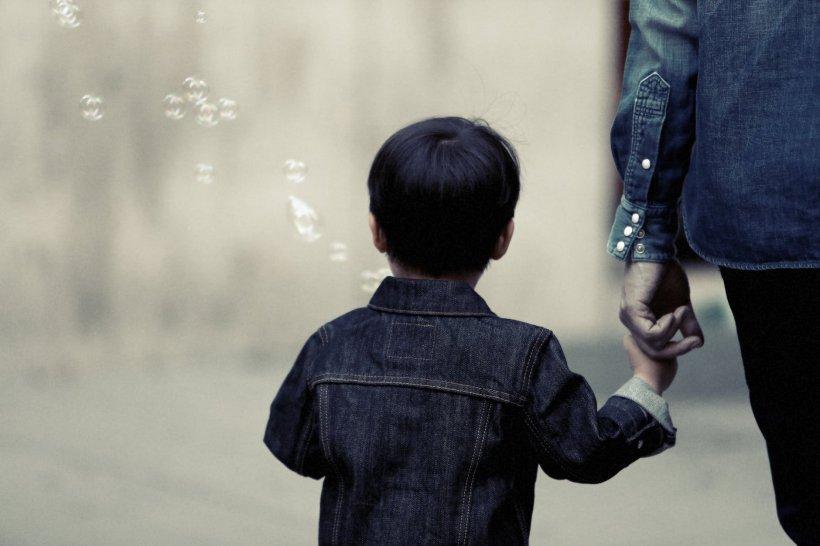 """Scrisoarea emoționantă a unei mame care a fugit cu copilul său de trei ani. """"Nu am avut altă șansă"""""""