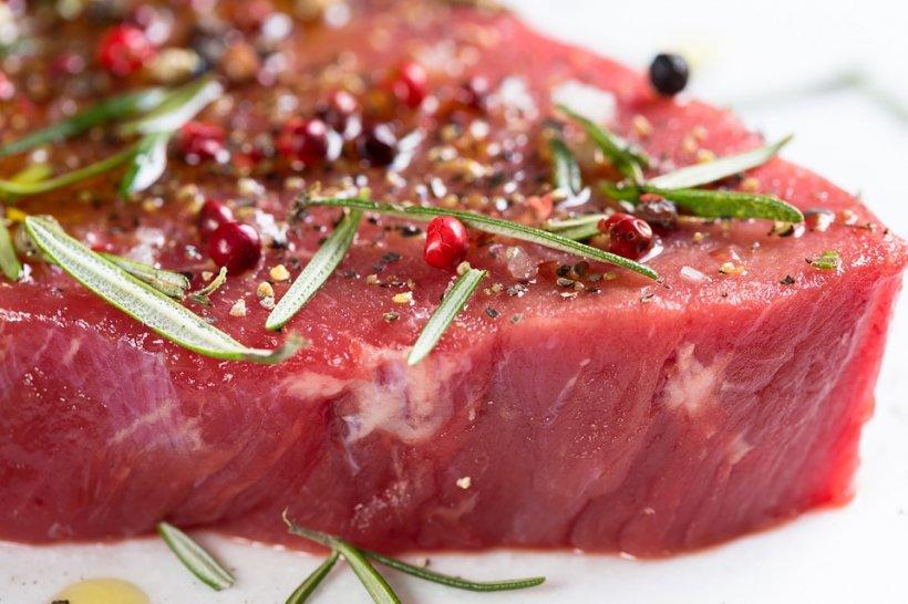 De ce este carnea atât de roșie și de frumoasă în magazin. Ce pun în ea
