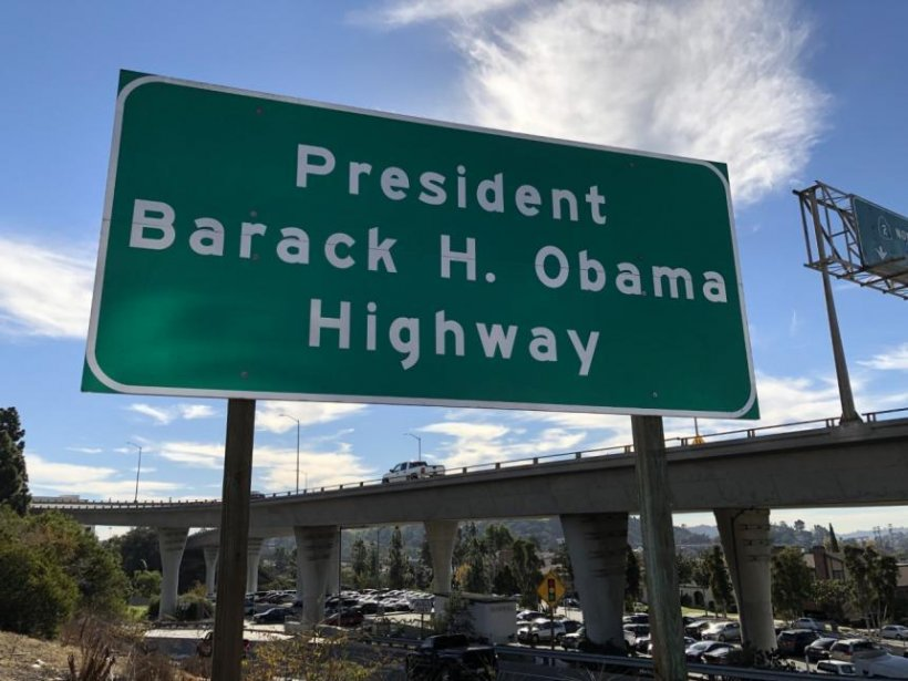 o autostrad din los angeles a fost numit barack obama. Black Bedroom Furniture Sets. Home Design Ideas