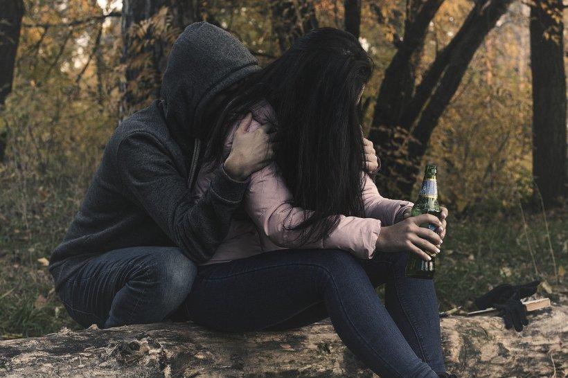 Avea 27 de ani și era fericit cu soția lui. Într-o seară a băut foarte mult cu vecina lor și inevitabilul s-a produs. Femeia a fost devastată, l-a aruncat în stradă, iar acum bărbatul doarme în mașină