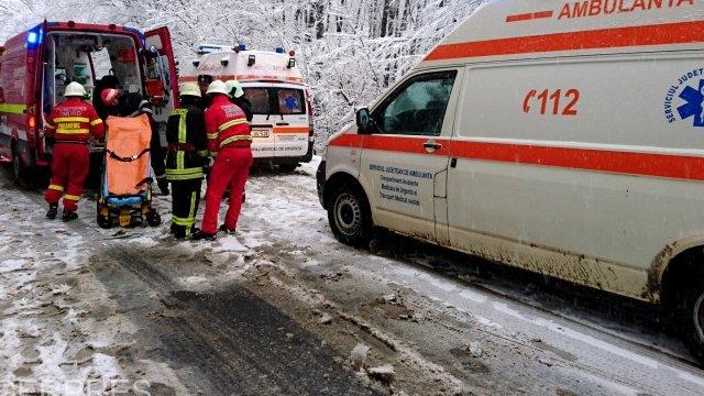 Microbuz cu 21 de pasageri, implicat într-un accident, în judeţul Prahova