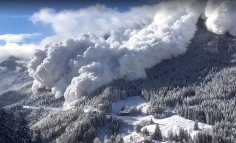 O avalanșă impresionantă a fost filmată în Alpii elvețieni. VIDEO