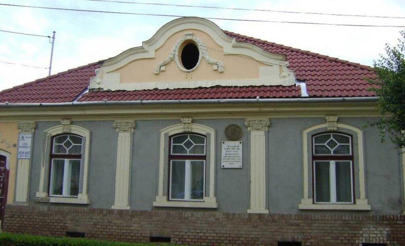 """Casa memorială """"Avram Iancu""""din Târgu Mureş a fost vandalizată"""