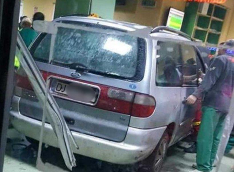 Un bărbat a intrat cu maşina în secția de Urgențe a Spitalului din Craiova