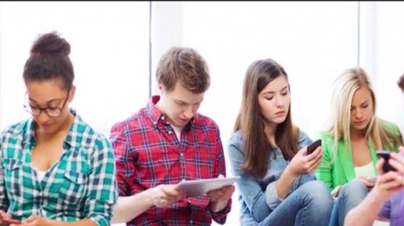 Numai de bine. ''Depresia Facebook'', cea mai recentă afecţiune a tinerilor