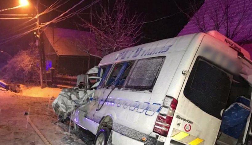 Accident mortal în Arad între un microbuz cu 16 pasageri și un TIR. Sunt mai multe victime