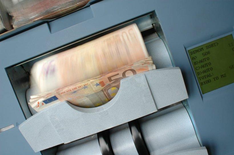 Cursul valutar continuă să crească. Primele tranzacţii interbancare de miercuri se fac la 4,75 lei/euro
