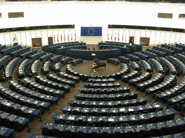 Un influent europarlamentar german, care amenința România cu activarea articolului 7, prins cum lua bani de la vizitatorii Parlamentului European