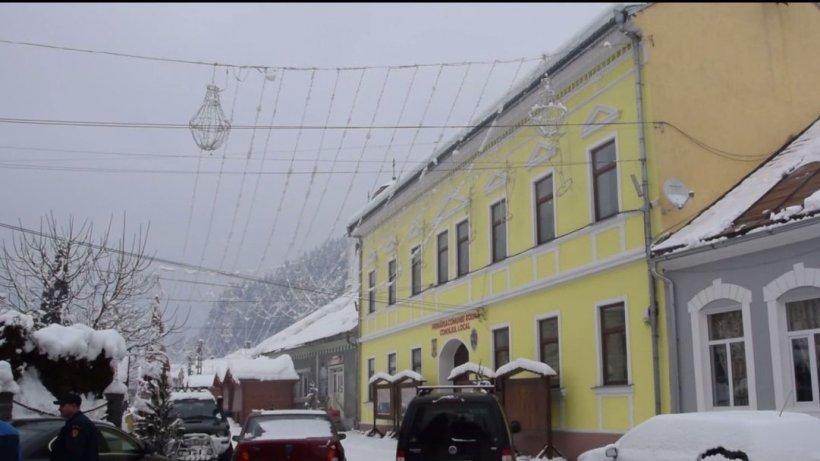 Peste 100 de săteni dintr-o comună bistriţeană s-au declarat nebuni la Primărie