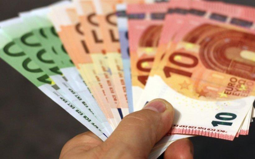 CURSUL VALUTAR. Euro a atins un nou maxim istoric