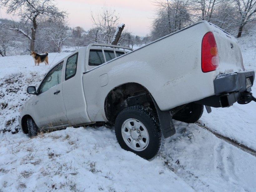 Accident grav în Argeș. O mașină a intrat în mai multe persoane, după ce s-a izbit de alt autoturism: mai multe victime