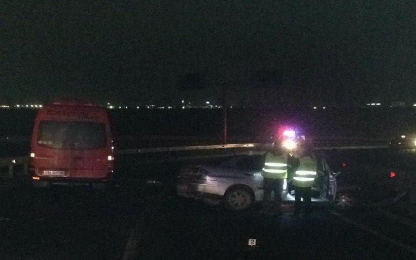 Accident la o ieşire de pe Autostrada Sibiu – Orăştie: Un autoturism a pătruns pe contrasens şi a lovit un microbuz în care se aflau 12 oameni. Șoferul vinovat a părăsit maşina şi a fugit pe câmp