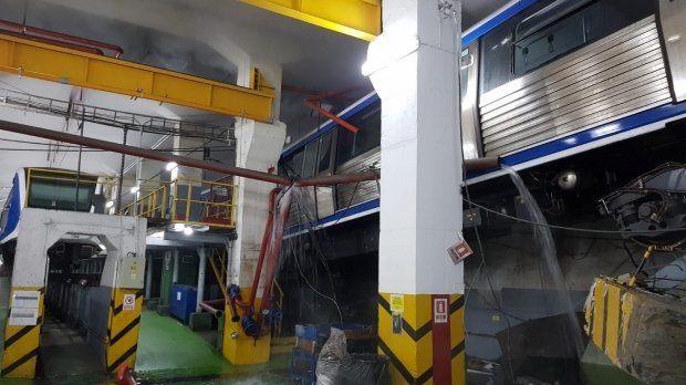 Prima reacție METROREX, după ce un metrou a deraiat și a rămas suspendat la doi metri: Incidentul s-a întâmplat din cauza vremii