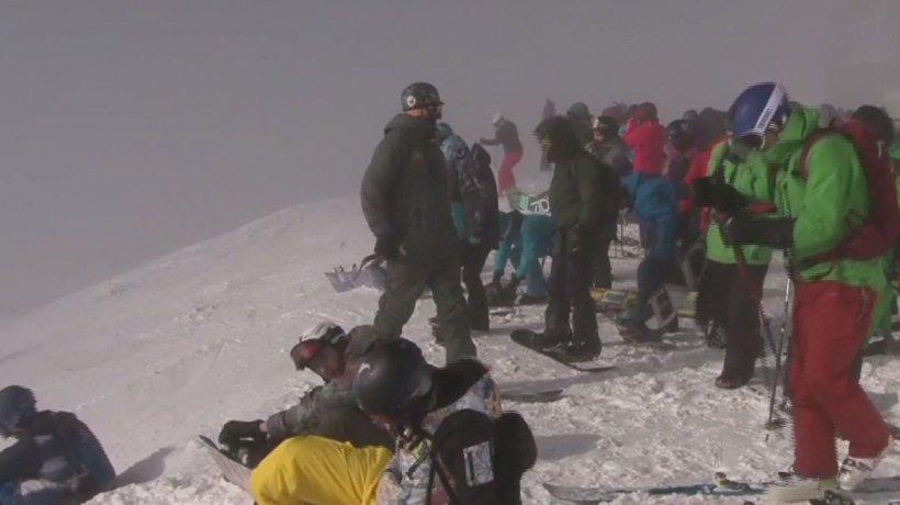 Avalanșă puternică în Sinaia. Un turist a fost surprins de alunecarea de zăpadă. Tot momentul a fost filmat- VIDEO