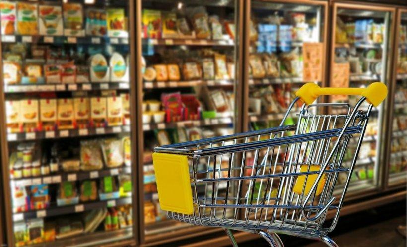 Prețurile continuă să crească! Scumpiri de 21% în comerț și de 9% în servicii