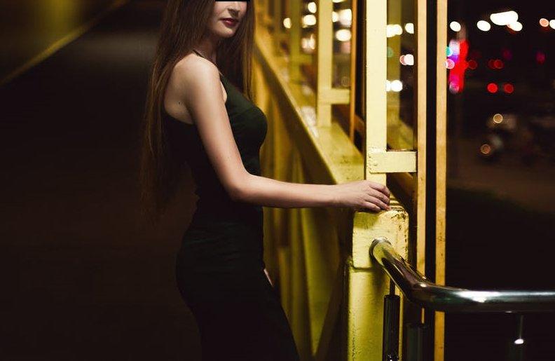 Un student din Deva a vrut să aibă parte de o seară fierbinte și s-a dus la o prostituată de lux. I-a achitat pentru o oră de iubire intensă, 200 de lei, dar totul s-a sfârșit prost pentru tânăr. A fost condamnat