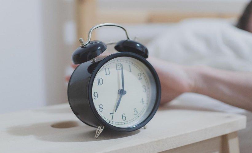 Dormi mai puţin de şase ore pe noapte? Iată riscul la care te expui