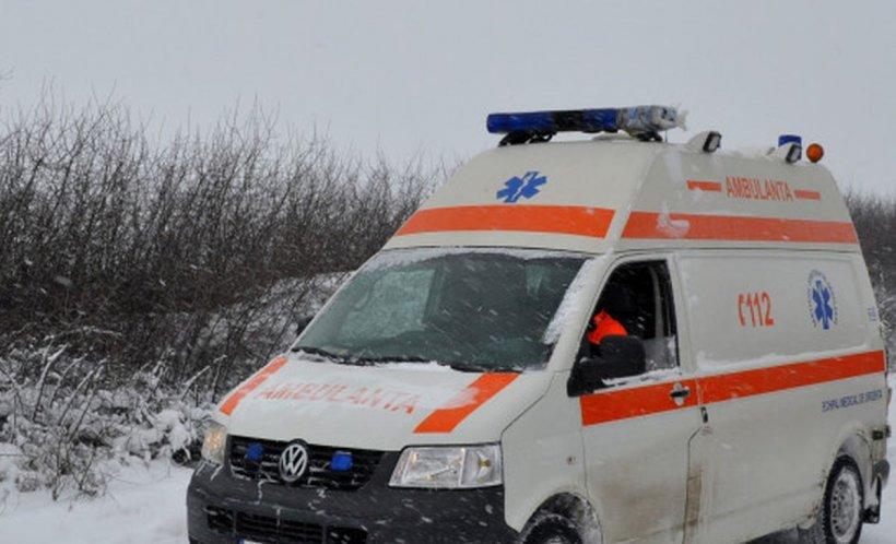 O femeie a fost găsită moartă în casa ei din Năvodari. Vecinii nu au mai văzut-o de câteva zile, dar o auzeau plângând pe fetiţa ei de trei ani și au sunat la 112