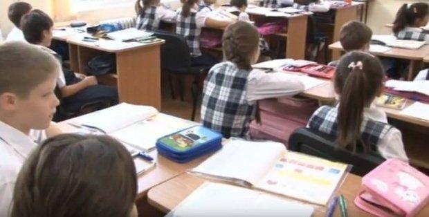 Caz revoltător la o școală din Bistrița-Năsăud! Profesorii au descoperit viermi la laptele pentru elevi
