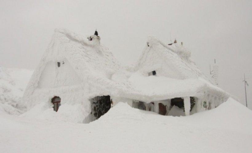 Locul din România în care zăpada măsoară peste doi metri și jumătate! Avertisment pentru turiști