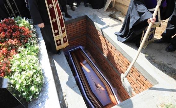 """O bătrână din Focşani s-a trezit în timp ce rudele în pregăteau înmormântarea: """"Au crezut că a murit"""""""