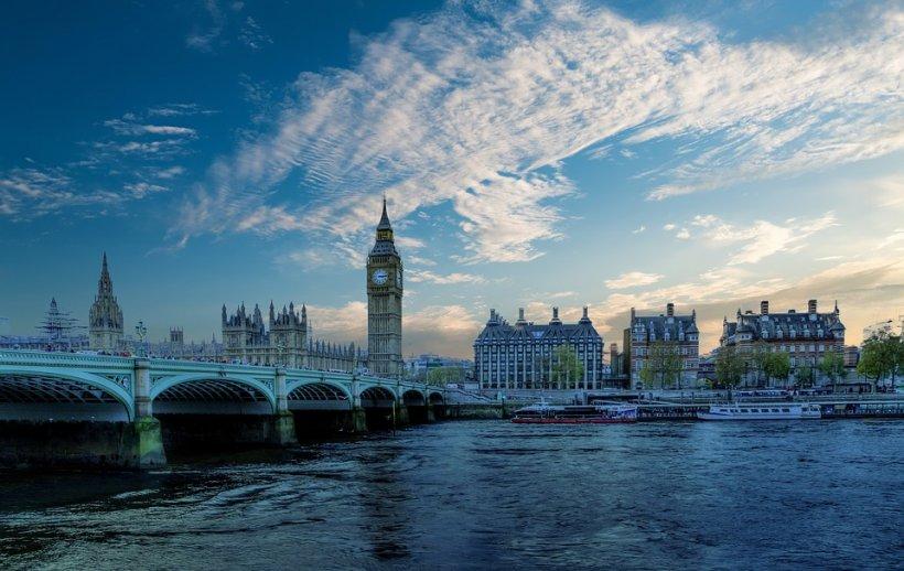 Câți români încap într-o casă cu trei camere din Londra? Răspuns: 20! - FOTO