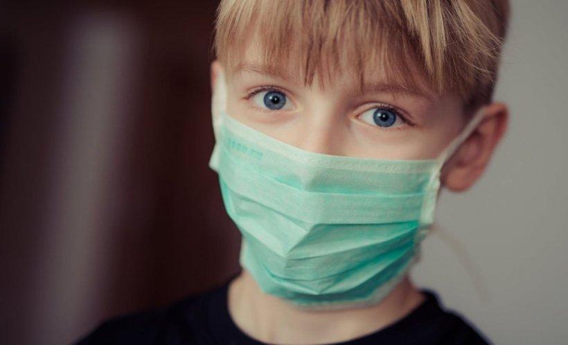România se confruntă cu o epidemie de gripă. Cum trebuie purtată corect masca de protecție