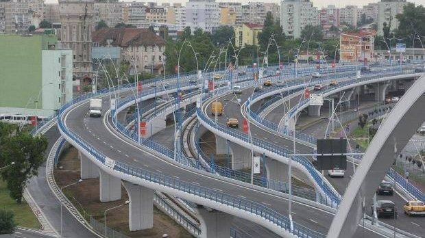 Accident grav în Capitală! O mașină a căzut de pe Podul Basarab