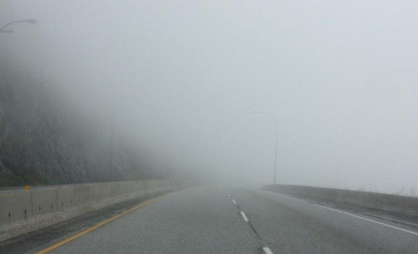 Atenționare meteo! Se circulă în condiţii de ceaţă pe mai multe drumuri naţionale