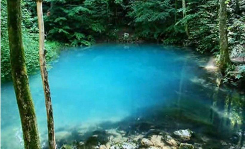 Povestea lacului din România care își schimbă culoarea în funcție de anotimp