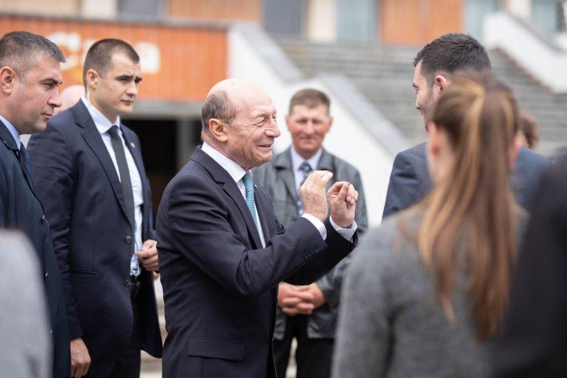 Băsescu: Îl voi susține pe Klaus Iohannis în turul doi al alegerilor prezidențiale
