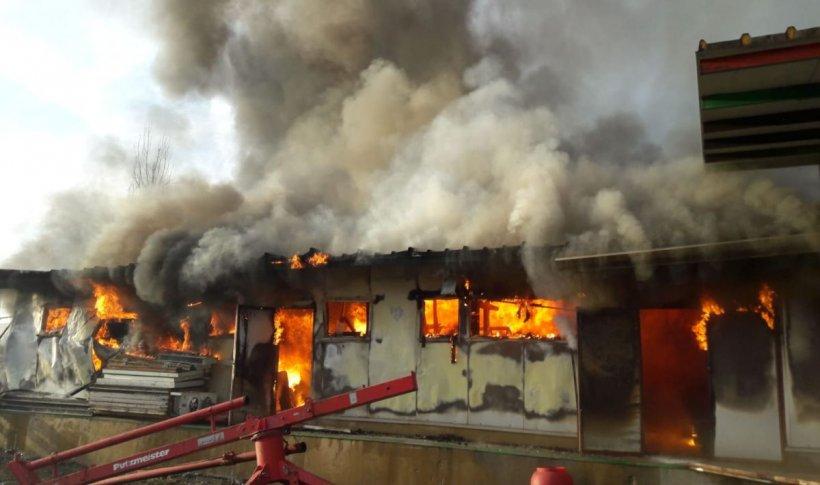 Incendiu uriaș la un depozit dezafectat pe Șoseaua de Centură