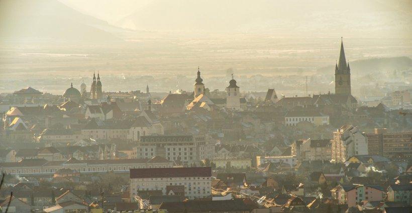 """Rareș se plimba prin centrul Sibiului, când a observat ceva grotesc pe cer: """"A fost înfiorător, precum o fereastră deschisă spre altă lume"""""""