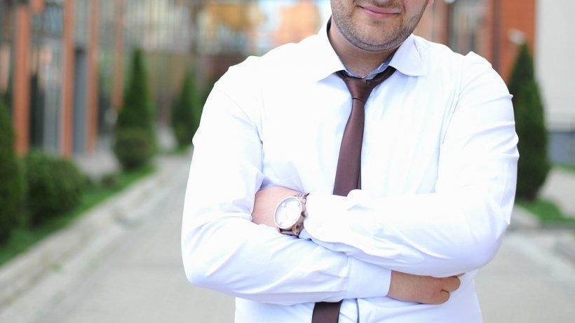 Directorul Căruia I Se Făcea Pedichiura La Serviciu Mutat într O